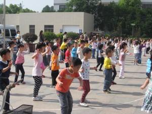 紅蘇省婦女連と交流し、同児童センター、芸術幼稚園を見学