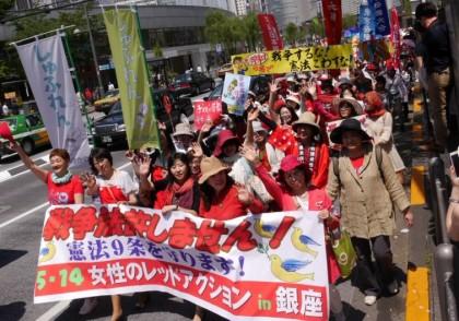 戦争法閣議決定に抗議!女性のレッドアクションに800人超