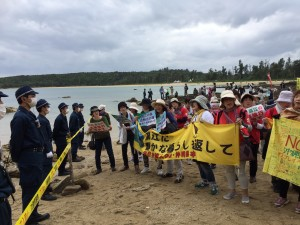 Shinfujin Protests against Osprey Crash with Okinawans