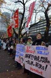 謝罪と補償で被害女性の尊厳回復ただちに「平和路」で日本を見つめる少女の像